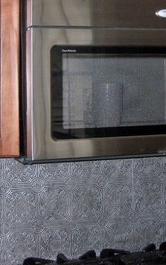 Painting embossed wallpaper with metalic glaze for ceiling for Textured wallpaper backsplash