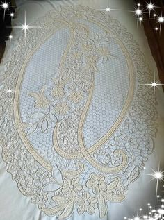 Crochet Flower Tutorial, Crochet Lace Edging, Filet Crochet, Crochet Flowers, Tambour Embroidery, Embroidery Stitches, Embroidery Patterns, Romanian Lace, Popular Crafts