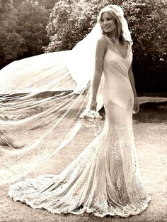 01.Kate Moss by Mario Testino-Kiss Me Kate ------beautiful wedding dress and photograph..