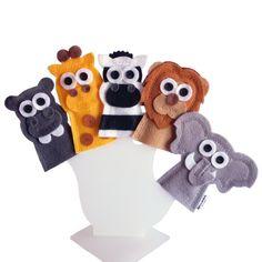 Dedoches Animais da Savana / Safari    ITENS: 5 DEDOCHES: leão, elefante, hipopótamo, zebra e girafa.    DIMENSÕES: 5 x 8 cm, em média, cada.  MODELO: Fantoche de dedo / Dedoche.  MATERIAL: Feltro e linha. Pode haver variação de tons e cores.    PRODUTO ABRACADABRA:  - Produto artesanal;  - 100% ...