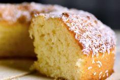 Recette de moelleux au citron au Thermomix TM31 ou TM5. Faites ce dessert en mode étape par étape comme sur votre robot ! Cake Thermomix, Thermomix Desserts, Bon Dessert, Cornbread, Vanilla Cake, Coco, Biscuits, Food And Drink, Gluten