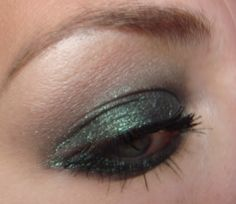 green smokey eye makeup with green eyeshadow electric from mac
