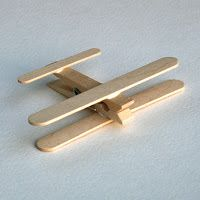From Popsicles to Craft Projects ⋆ Handmade Charlotte - Clothespin Airplanes, tutorial via Passengers on a Little Spaceship - Popsicle Stick Crafts, Popsicle Sticks, Craft Stick Crafts, Preschool Crafts, Fun Crafts, Arts And Crafts, Craft Sticks, Preschool Kindergarten, Airplane Crafts