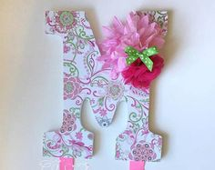 My bow holders are a unique and practical additional to any nursery or girls room. No more clutter or tangled hair accessories. Turn your hair accessories into a personalized decorative focal point!  ITEM DETAILS: -Letters 9 tall, white wood with a patterned face, engraved keyhole on the back for easy hanging -2 Velcro loops for headbands, each are 5 inches and fit aprox. 5-10 headbands (depending in the headband size) -Each holder has a total of 1.5 yards of 7/8 grosgrain ribbon to clip…
