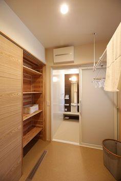 写真10|S様邸/プレジール/OM/大屋根(H27.12.10更新) Walk In Closet Design, Closet Designs, Interior Architecture, Interior And Exterior, Interior Design, Laundry In Bathroom, Washroom, Japanese Modern House, Japan Interior