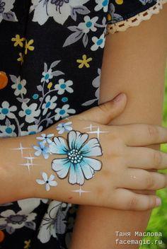 Цветы аквагрим на руке