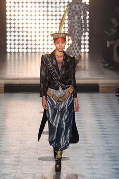 Vivienne Westwood Fall 2014 Ready-to-Wear Runway - Vivienne Westwood Ready-to-Wear Collection Diva Fashion, I Love Fashion, New York Fashion, Fashion Show, Autumn Fashion, Fashion Design, Fashion 2014, Paris Fashion, Culture