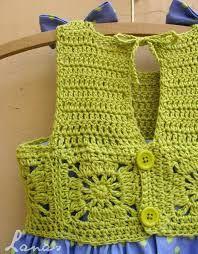 Resultado de imagem para vestido de bebe em croche borboleta na blusa