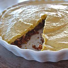 raw vegan mango and pineapple tart: gluten, dairy and sugar free