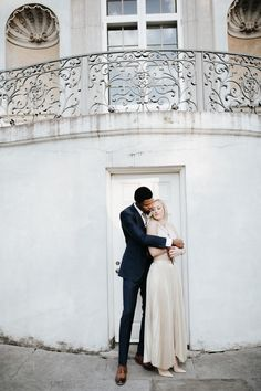 Southern glam galore in this engagement shoot at Atlanta's Swan House | Image by All Bliss Photography