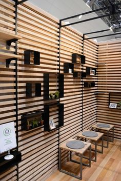 Muebles Shabby Chic, Wall Storage Systems, Jewelry Store Design, Diy Room Divider, Wood Cladding, Interior Decorating, Interior Design, Booth Design, Retail Design