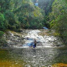 Quem topa teletransportar agora pra curtir essa maravilha?  #slackclick #slackline #waterline #equilibrio #natureza #cachoeira #parana