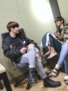 Heavy metal ✶ taekook & yoonmin - whiskey in the jar Kim Namjoon, Kim Taehyung, Jung Hoseok, Taekook, Jamie Fraser, Yoonmin, Foto Bts, Super Junior, Kpop