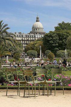 Les Jardins du Luxembourg, Paris Devant-les chaises que l'on loue .