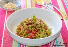Späetzle de espinacas con pimientos del piquillo confitados - http://paraentretener.com/spaetzle-de-espinacas-con-pimientos-del-piquillo-confitados/