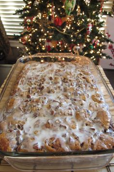French Toast Casserole - Cinnamon Roll Casserole -Cinnamon Roll French Toast Casserole - Cinnamon Roll Casserole - Lasagna made extra cheesy and extra easy with ravioli! Crock Pot Cinnamon Roll Casserole- only t. What's For Breakfast, Breakfast Dishes, Breakfast Recipes, Breakfast Casserole French Toast, Christmas Breakfast Casserole, Christmas Morning Breakfast, Christmas Brunch, Breakfast Dessert, Recipe For Breakfast Casserole