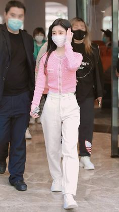 Walking Street, Airport Style, Airport Fashion, Stage Outfits, Beautiful Asian Girls, Ulzzang Girl, Aesthetic Girl, Celebrity Style, Ruffle Blouse