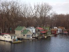 http://cabinporn.com/post/147653897045/houseboat-neighborhood-on-the-mississippi-river