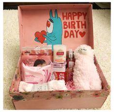 Diy Birthday Gifts For Friends, Diy Best Friend Gifts, Cute Gifts For Friends, Best Friend Christmas Gifts, Cute Birthday Gift, Birthday Gift Baskets, Birthday Box, Diy Christmas Gifts, Diy Gifts