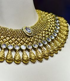 Ideas Jewerly Gold Necklace Indian Bridal Jewellery For 2019 Silver Jewellery Indian, Indian Wedding Jewelry, Royal Jewelry, Indian Bridal, Gold Jewelry, Gold Necklaces, Diamond Jewelry, Jewelry Shop, Bridal Jewelry Sets