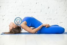 Mudra, lo Yoga delle Mani: cosa sono e come eseguirle Fitness Memes, Fitness Video, Yoga Fitness, Yoga 1, Zen Yoga, Yoga Flow, Vishuddha Chakra, Bedtime Yoga, Relaxing Yoga