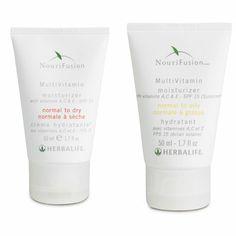 Creme Hidratante Multivitaminas FPS 15. Hidrata, sem deixar a pele oleosa. A sua fórmula, enriquecida com FPS 15, ajuda a proteger contra os sinais de envelhecimento precoce da pele. Duas variantes: pele normal a seca ou pele normal a oleosa.