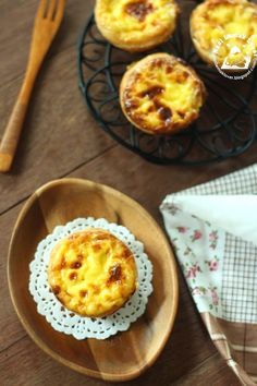 I have to clear the store-bought puff pastry and dairy whipping cream before they expired. So I try made these easy version of Portuguese . My Baking Addiction Recipes, Portuguese Egg Tart, Pizza Snacks, Asian Snacks, Nasi Lemak, Bread Cake, Pumpkin Cupcakes, Tart Recipes, No Bake Desserts