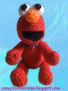 Amigurumi Elmo Sentado - Patrón Gratis en Español aquí: http://conejitalaboriosa.blogspot.com.es/2010/07/patron-de-elmo.html