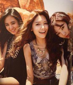 Girls' Generation - Yuri, Sooyoung and Tiffany In Las Vegas
