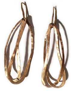 Boucles d'oreilles Apriati http://www.vogue.fr/joaillerie/shopping/diaporama/tendance-bijoux-croles-double-or-et-argent/24455#boucles-doreilles-apriati