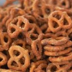 Valley Ranch Pretzels Fast snack that taste great. Bet you cannot eat just one!Fast snack that taste great. Bet you cannot eat just one! Spicy Pretzels, Ranch Pretzels, Seasoned Pretzels, Pretzels Recipe, Appetizer Dips, Appetizer Recipes, Snack Recipes, Cooking Recipes, Recipes