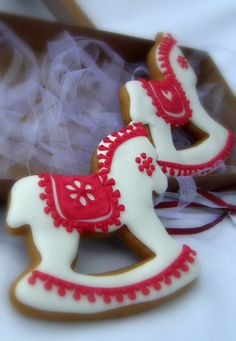 cookies rocking horse Horse Cookies, Baby Cookies, Iced Cookies, Cut Out Cookies, Holiday Cookies, Sugar Cookies, Christmas Goodies, Christmas Baking, Lightbulb Ornaments