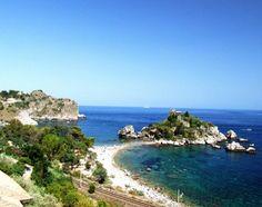 L'île Belle, dans la Baie de Taormine #Sicile