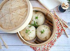 Banh bao, petites brioches à la vapeur Steamed Pork Buns, Steamed Rice Cake, Rice Cakes, Naan, Desserts Chinois, Ban Bao, Portuguese Egg Tart, Mini Bun, Bao Buns