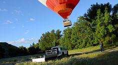 ¿Por qué los globos pueden cambiar de dirección tras el despegue?  La dirección de los globos durante el vuelo depende exclusivamente de la del viento, pero a diferentes alturas el viento puede variar de dirección. A medida que transcurre el vuelo el globo puede ir cambiando de dirección dependiendo de la altura.   Ven a volar con http://www.siempreenlasnubes.com/