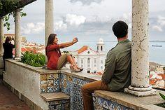 Lisboa desde el mirador de Santa Luzia Miradores de Portugal: mejor desde arriba. Lisbon, Portugal