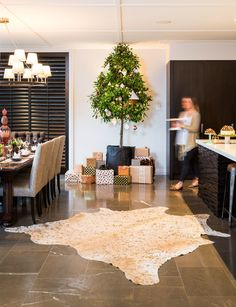 With festive ducks in the pool and not a snowman to be seen, this home is ready for a relaxed South Pacific Christmas.