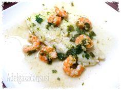 Pescado al vino blanco (1/2)Cals: 179kcal | Grasa: 10,90g | Carbh: 1,07g | Prot: 18,65gSencilla receta para hacer en taper Lekue y en microondas sin gota de aceite. Además el vino cocido y evaporado no aporta calorías, y le da un sabor muy rico al pescado.Ingredientes para 21 ó 2 filete de pescado blanco, a elección, 250 gr8 gambas o langostinos crudos, 75 grun chorrito de vino blancoPerejil picad ...