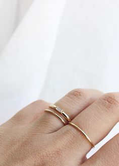 // The delicate and modern Baguette Diamond Ring in yellow gold | Vrai & Oro