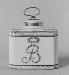 Tea caddy (part of a traveling tea service) Factory: Dihl et Guérhard (French, 1781–ca. 1824) Date: ca. 1788 Culture: French, Paris Medium: Hard-paste porcelain Dimensions: H. 3 5/8 in. (9.2 cm.); W. 2 7/8 in. (7.3 cm.)  The Metropolitan Museum of Art