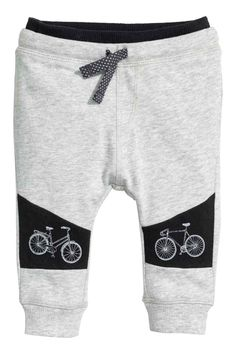 Pants in soft, lightweight sweatshirt fabric with a printed design. Elasticized drawstring waistband and ribbed hems. Outfits Niños, Baby Boy Outfits, Toddler Boys, Baby Kids, Boys Joggers, Kids Pants, Kids Fashion Boy, Cute Outfits For Kids, Baby Sewing