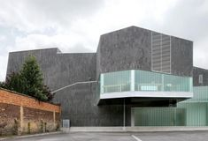 Cultural Hall Victor Jara L'Escaut Contemporary Architecture, Architecture Design, Victor Jara, Cultural Center, Mansions, House Styles, Gallery, Building, Image
