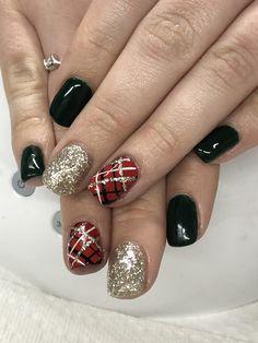 Dark green red & gold fall holiday plaid gel nails nails in Plaid Nail Designs, Holiday Nail Designs, Short Nail Designs, Christmas Gel Nails, Holiday Nails, Plaid Nails, Plaid Nail Art, Dipped Nails, Green Nails