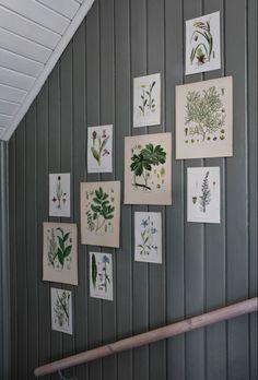 my scandinavian home: The Beautiful House of a Swedish Creative Oval Room Blue, 1920s House, Rustic Wood Walls, Swedish House, Vintage Botanical Prints, Piece A Vivre, Country Farmhouse Decor, Scandinavian Home, Colorful Wallpaper
