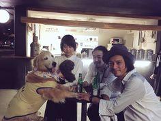 おまけ。  写真右から渡辺シュンスケ、玉木正太郎、Rei、、、、、ん?!
