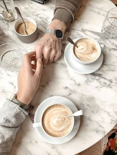Red, Gray and White Living Room Coffee Date, Coffee Break, Coffee Shop Photography, Coffee Shop Aesthetic, Coffee Shop Bar, Photo Vintage, Coffee Photos, Flatlay Styling, But First Coffee