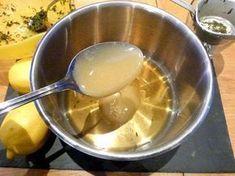 Sirop fait maison contre les quintes de toux : à base de thym, citron et miel.