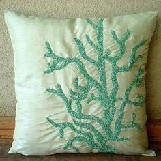 I Love Corals - 40 x 40 cm Ein grüner Seiden Kissenbezug mit schraffierten Perlen The HomeCentric http://www.amazon.de/dp/B003QADV3Y/ref=cm_sw_r_pi_dp_WrqPwb06KA425