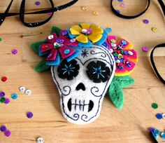 AWE SHIT ITS that dia los muerto thing with the skullz n shit. dayum this be trippy. lookit all dem flowers man.
