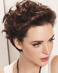 rövid+hullámos+frizurák+-+hátrafésült+hullámos+női+frizura